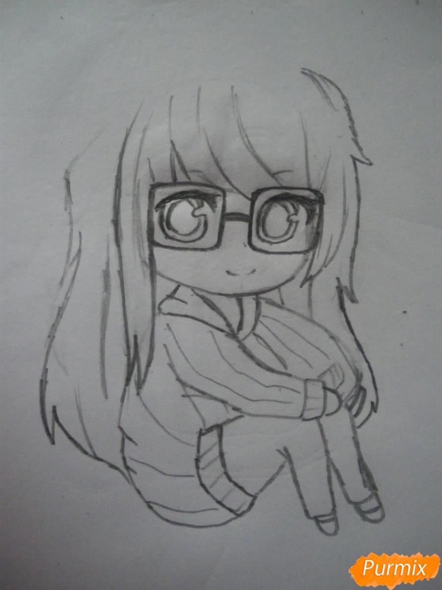 Рисуем чиби девочку в очках и шапке карандашами - шаг 5