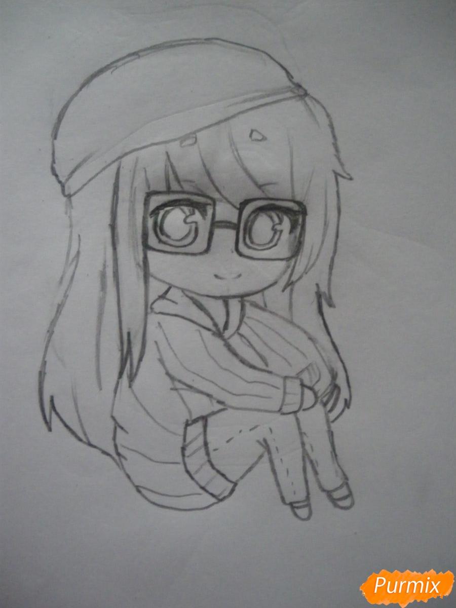 Рисуем чиби девочку в очках и шапке карандашами - шаг 6