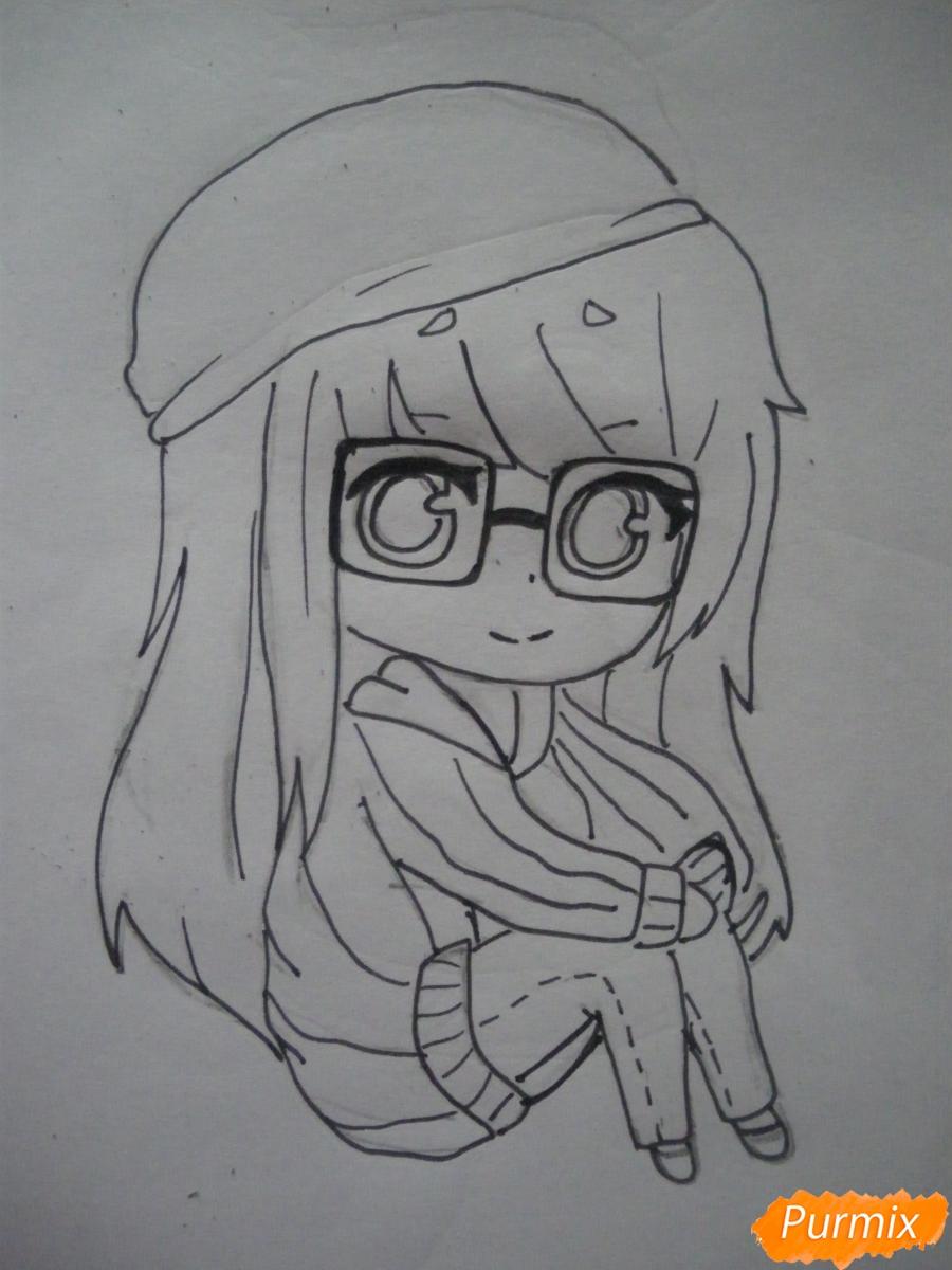 Рисуем чиби девочку в очках и шапке карандашами - шаг 7