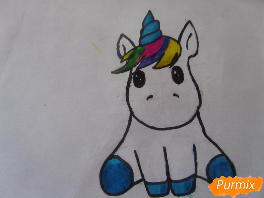 Рисуем маленького единорожка ребенку карандашами - шаг 8