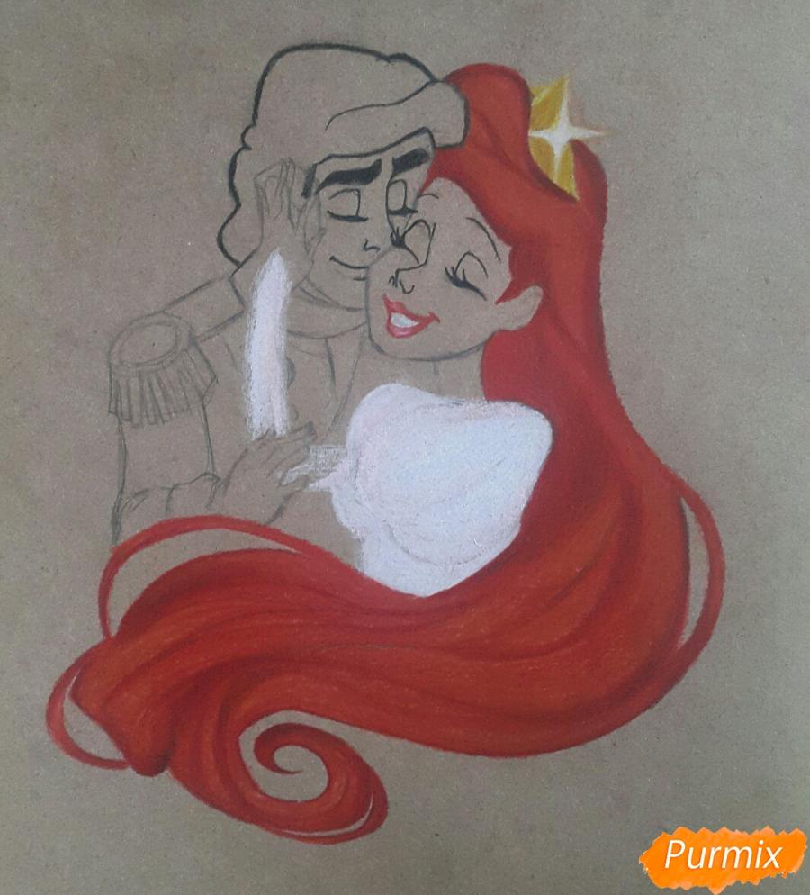 Рисуем Принца Эрика и Ариэль цветными карандашами на крафт-бумаге - шаг 6