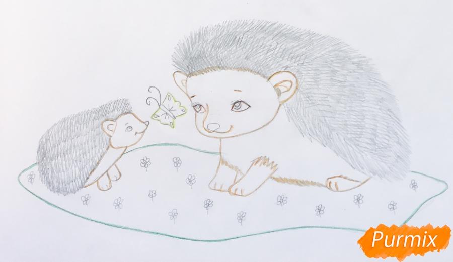 Рисуем двух ёжиков на лужайке - шаг 7