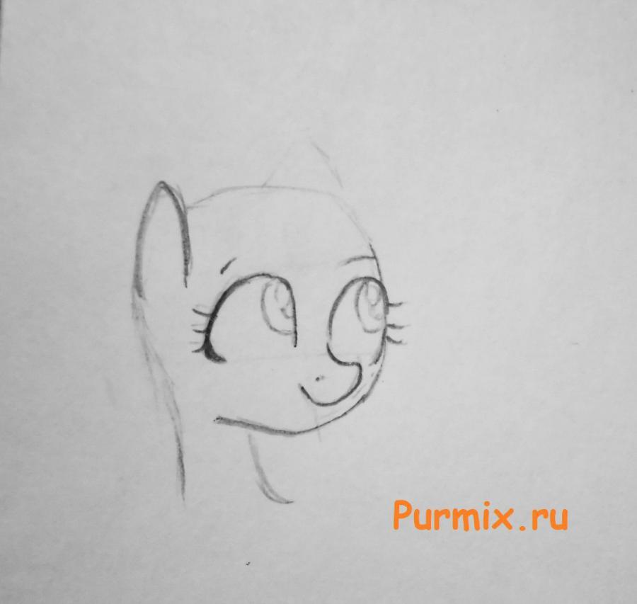 Рисуем красивую пони Флаттершай карандашами - шаг 2
