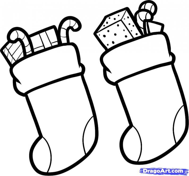 Рисуем новогодние носки для подарков карандашами - шаг 5