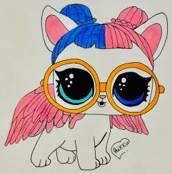 Lol Pets белую кошечку с крыльями в очках