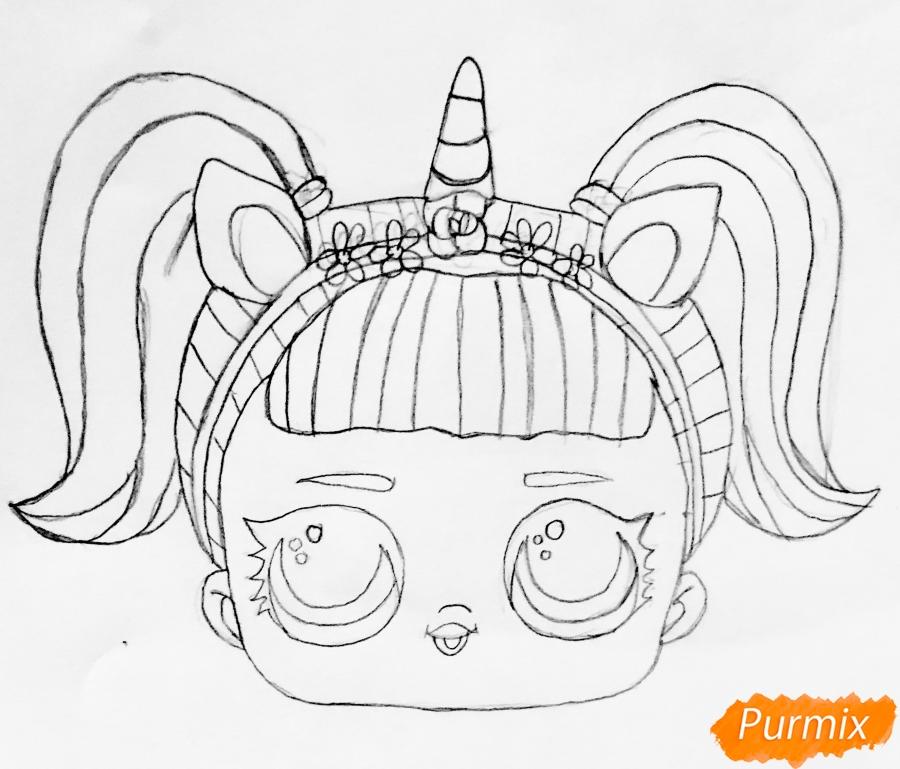 Рисуем куклу Лол с обручем в стиле Единорога карандашами - шаг 3