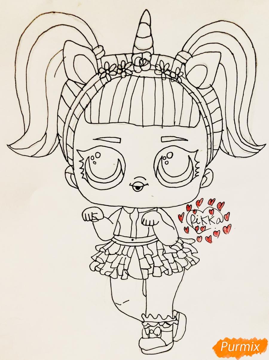 Рисуем куклу Лол с обручем в стиле Единорога карандашами - шаг 6