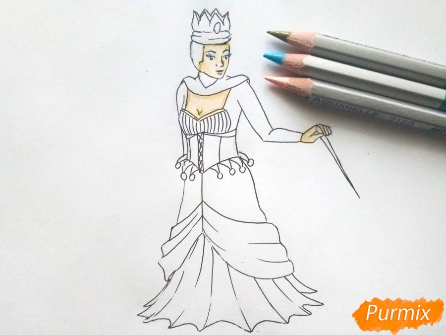 Рисуем Снежную королеву из сказки карандашами - шаг 6