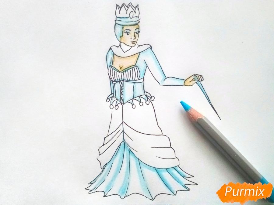Рисуем Снежную королеву из сказки карандашами - шаг 7