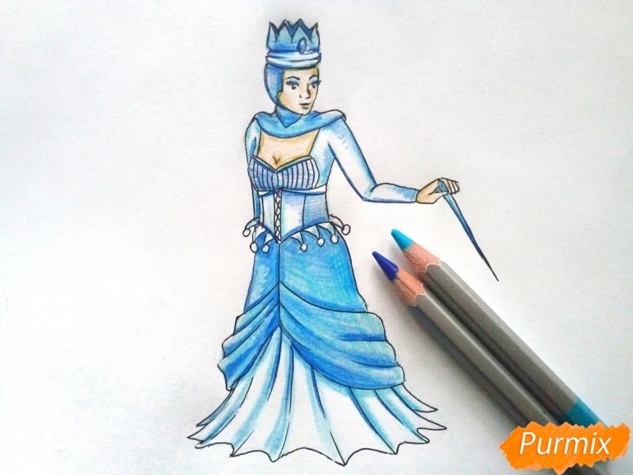 Рисуем Снежную королеву из сказки карандашами - шаг 8