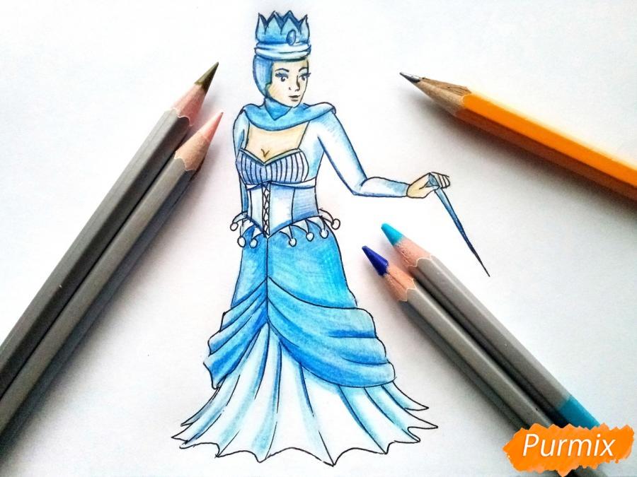 Рисуем Снежную королеву из сказки карандашами - шаг 9