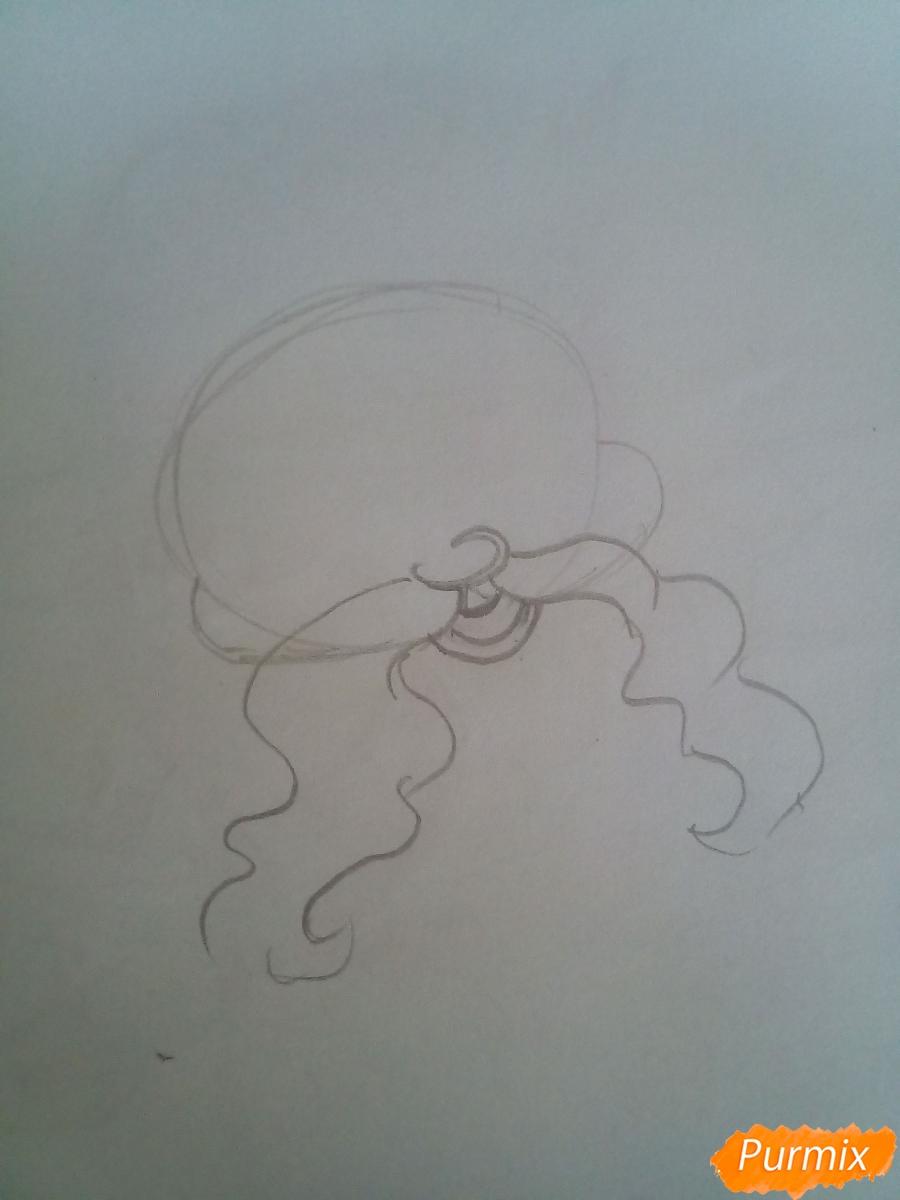Рисуем Деда Мороза с пышной бородой цветными карандашами - шаг 1