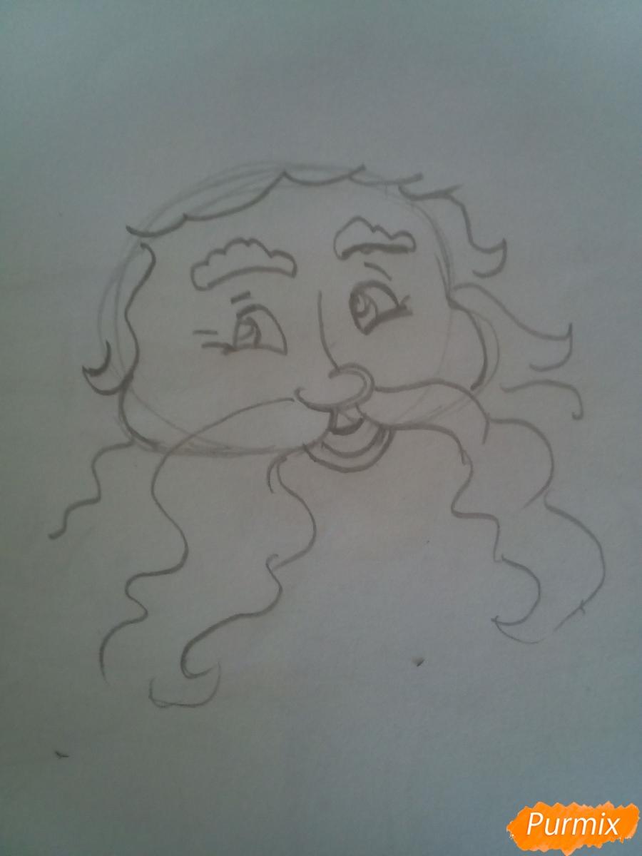 Рисуем Деда Мороза с пышной бородой цветными карандашами - шаг 2