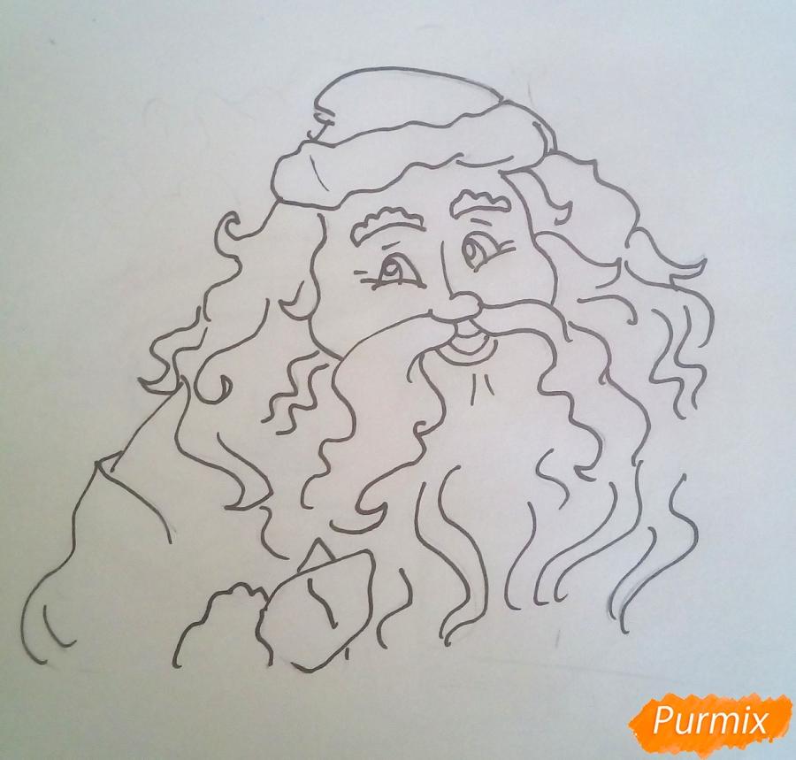 Рисуем Деда Мороза с пышной бородой цветными карандашами - шаг 4