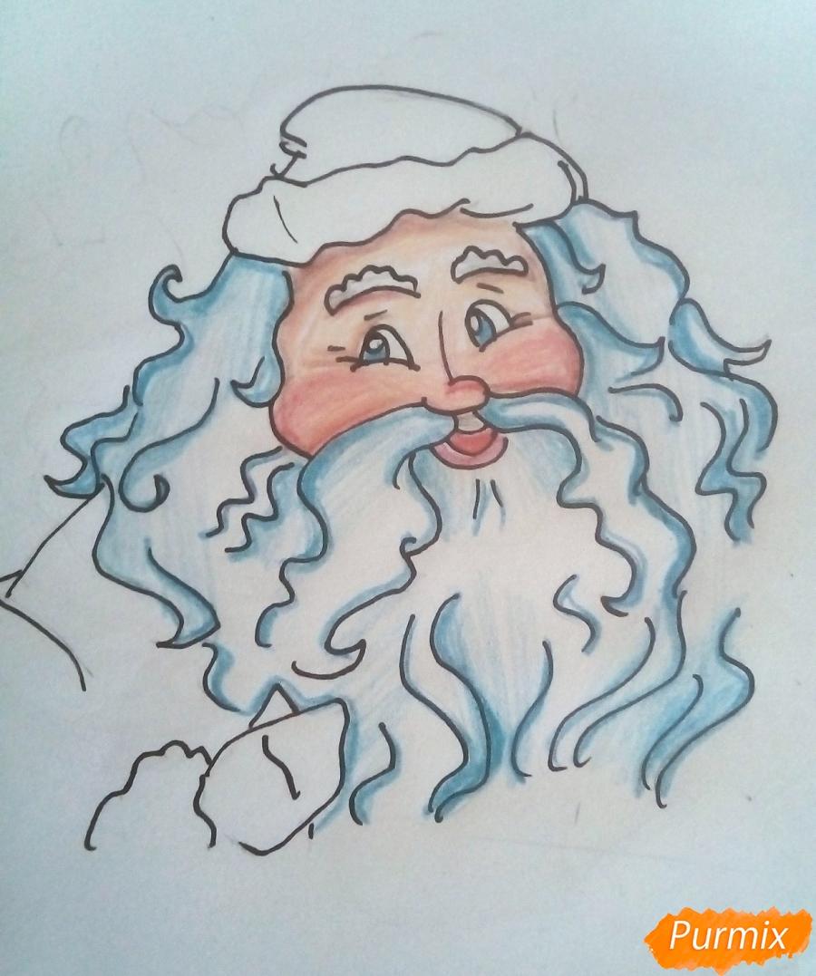 Рисуем Деда Мороза с пышной бородой цветными карандашами - шаг 6
