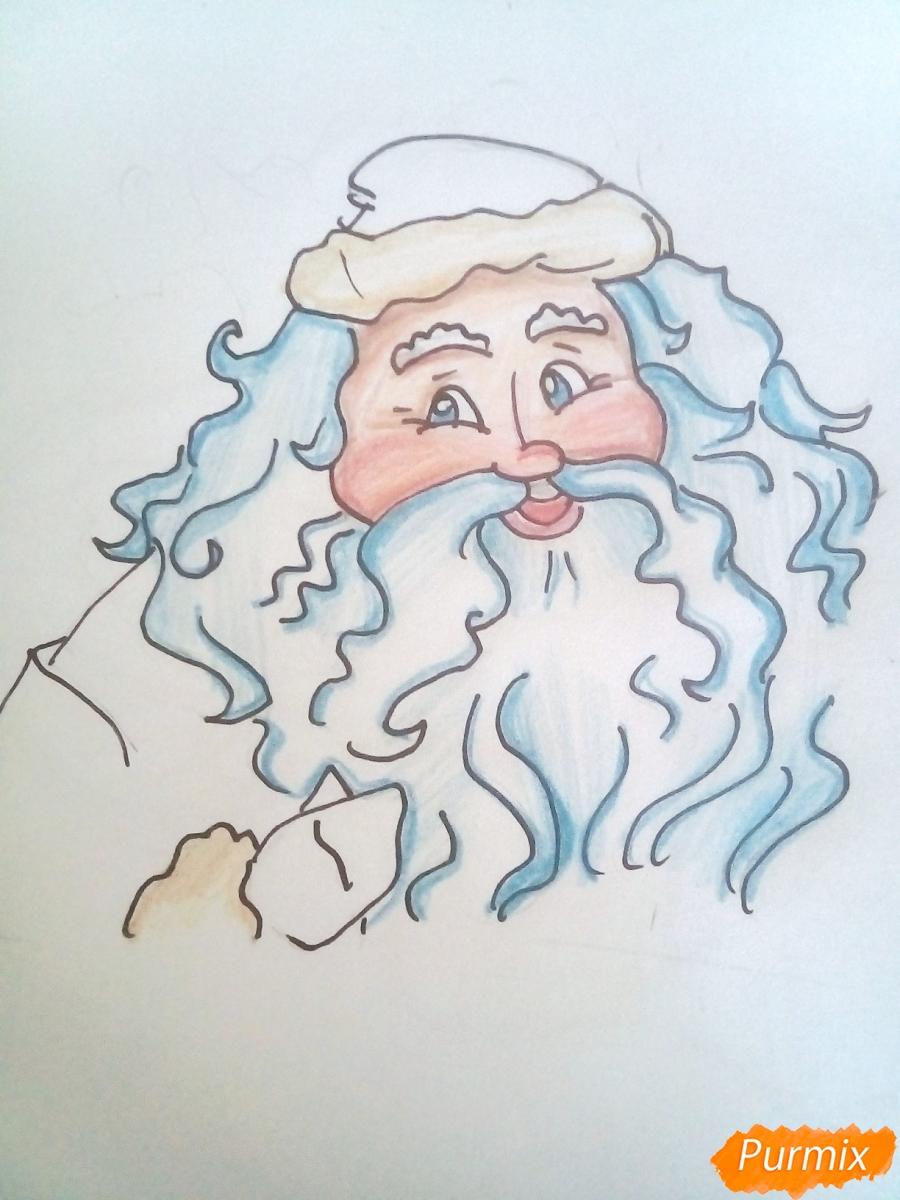 Рисуем Деда Мороза с пышной бородой цветными карандашами - шаг 7