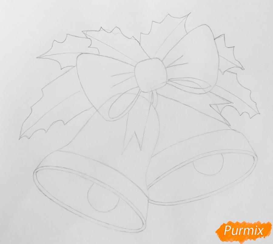Рисуем два новогодних колокольчика с бантиком и звёздочкой - шаг 4