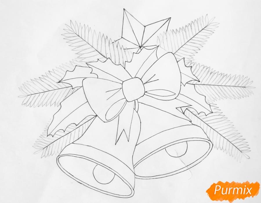 Рисуем два новогодних колокольчика с бантиком и звёздочкой - шаг 6