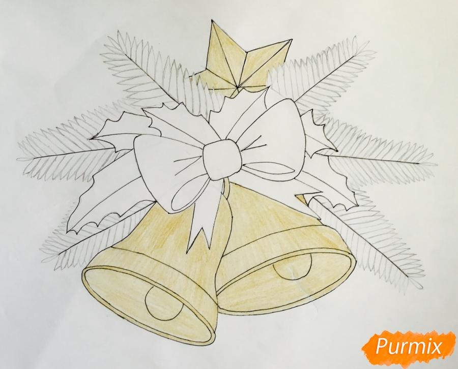 Рисуем два новогодних колокольчика с бантиком и звёздочкой - шаг 7