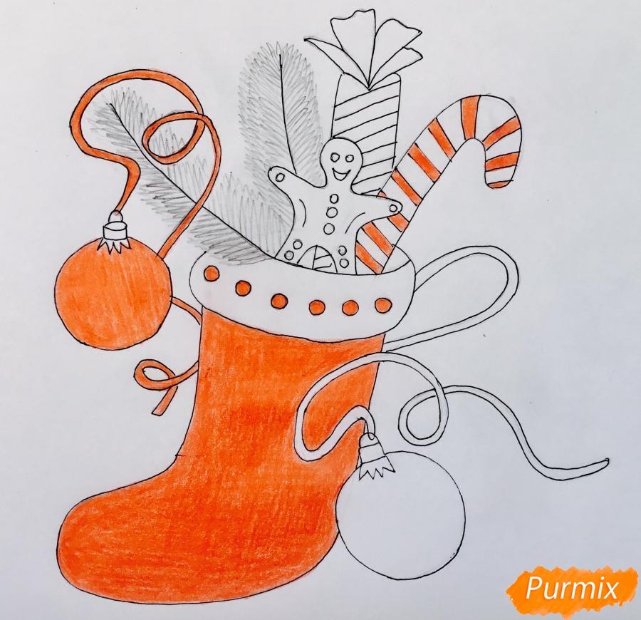 Рисуем и раскрасить носок с новогодними игрушками - шаг 7