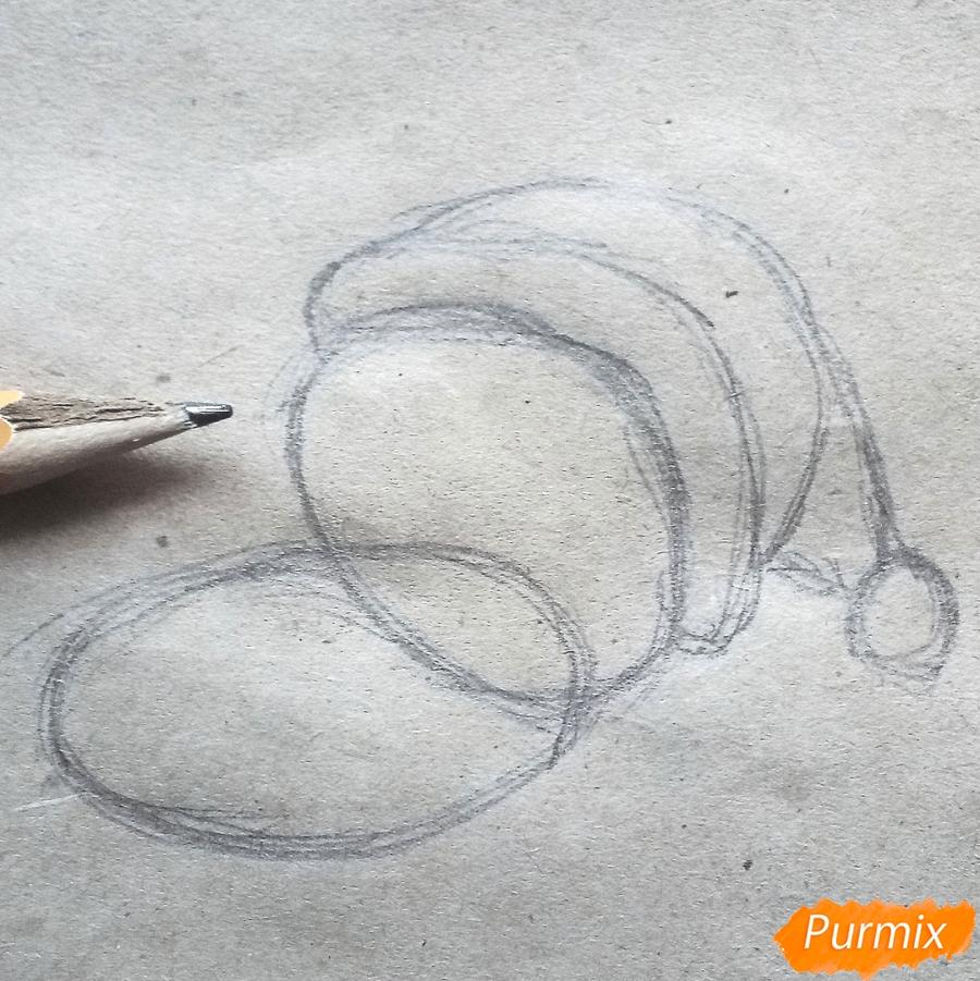 Рисуем котенка в новогоднем костюме цветными карандашами - шаг 2