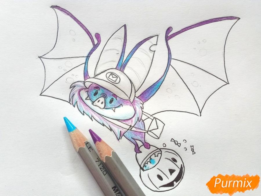 Рисуем летучую мышь с тыквой на Хэллоуин цветными карандашами - шаг 7