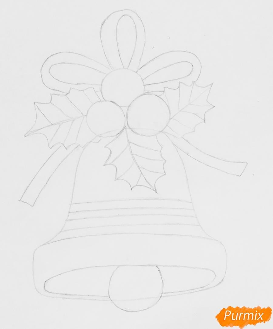 Рисуем рождественский колокольчик с клюквой и листочками от клюквы - шаг 4