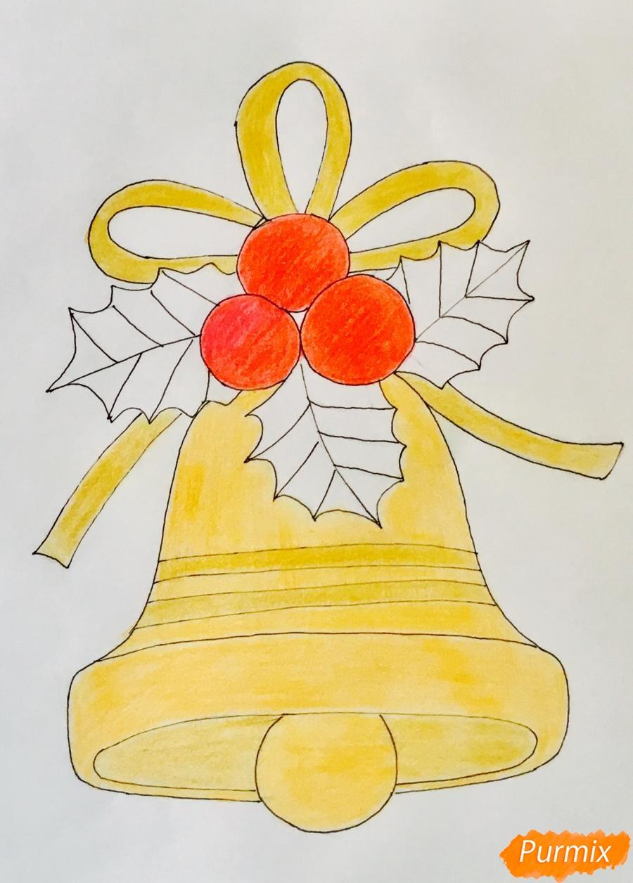 Рисуем рождественский колокольчик с клюквой и листочками от клюквы - шаг 7