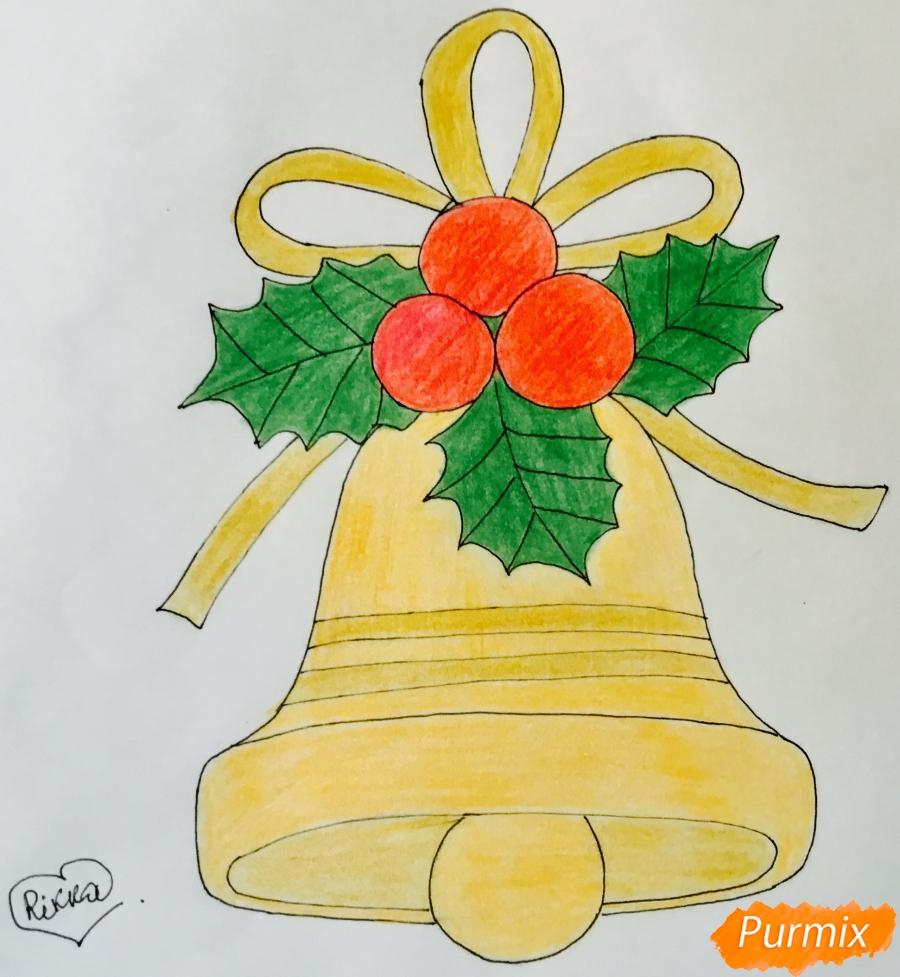 Рисуем рождественский колокольчик с клюквой и листочками от клюквы - шаг 8