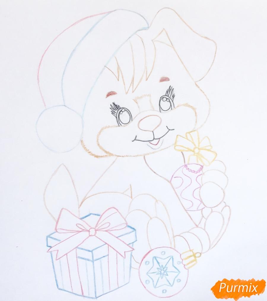 Рисуем щеночка в шапочке и с подарком и новогодними игрушками - шаг 7