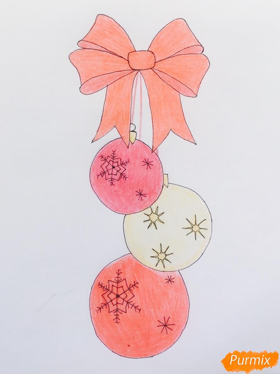 Рисуем три новогодние игрушки с красным бантиком - шаг 7