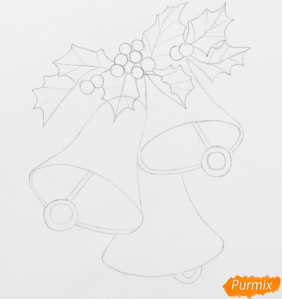 Рисуем три новогодних колокольчика с веточками ёлочки - шаг 4