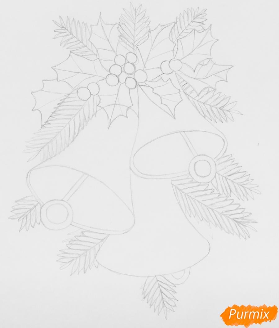 Рисуем три новогодних колокольчика с веточками ёлочки - шаг 5