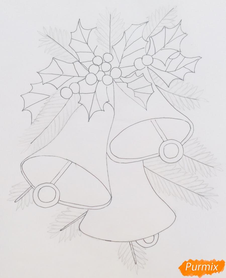 Рисуем три новогодних колокольчика с веточками ёлочки - шаг 6