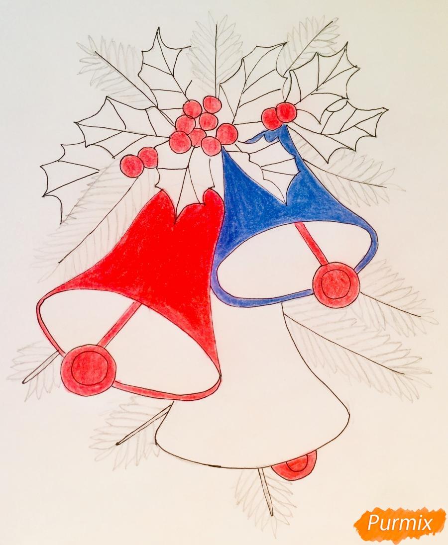 Рисуем три новогодних колокольчика с веточками ёлочки - шаг 8