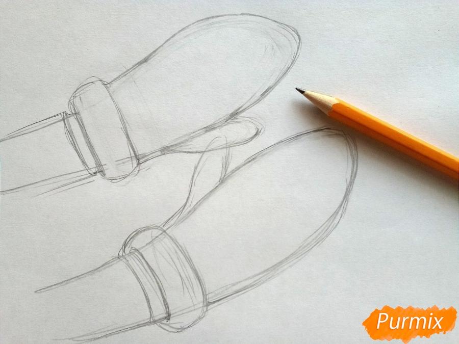 Рисуем вязаные варежки на руках - шаг 2