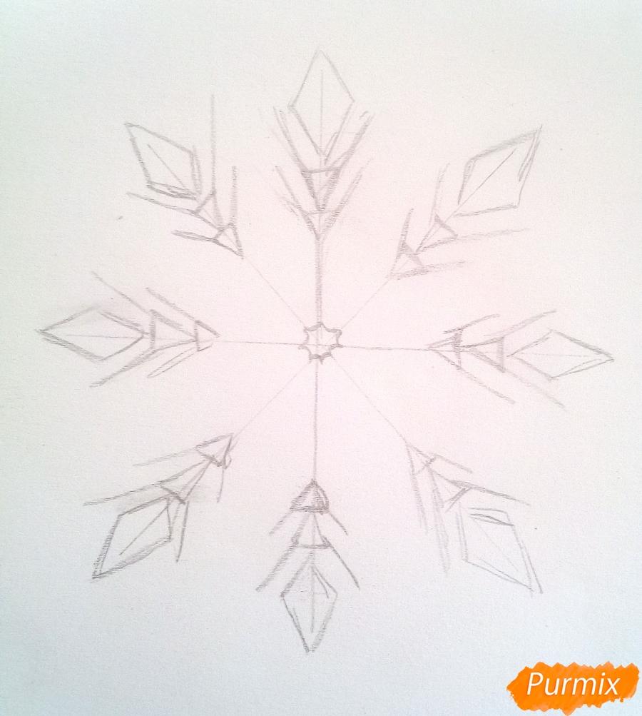 Как просто нарисовать снежинку цветными карандашами - шаг 3