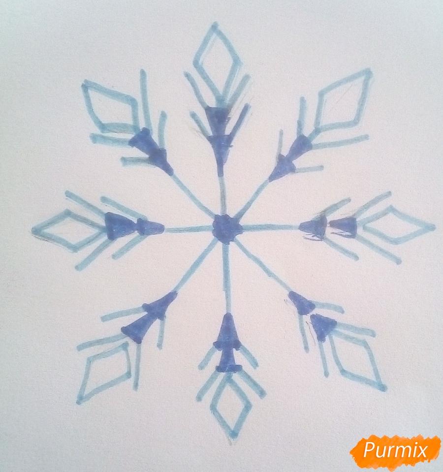 Как просто нарисовать снежинку цветными карандашами - шаг 5