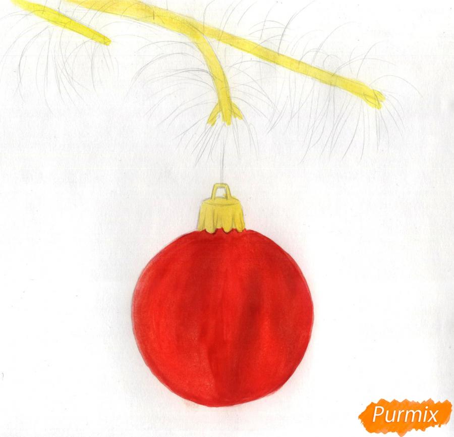 Рисуем ветку ели с новогодней игрушкой - шаг 2