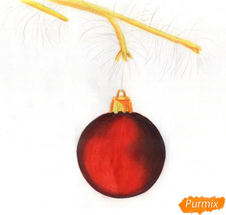 Рисуем ветку ели с новогодней игрушкой - шаг 3
