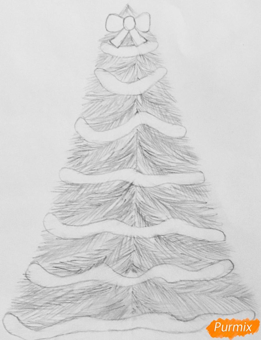 Рисуем новогоднюю ёлку с колокольчиками - шаг 5
