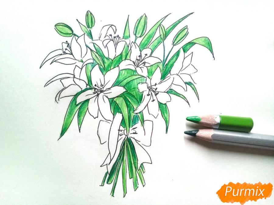 Рисуем букет лилий цветными карандашами - шаг 6