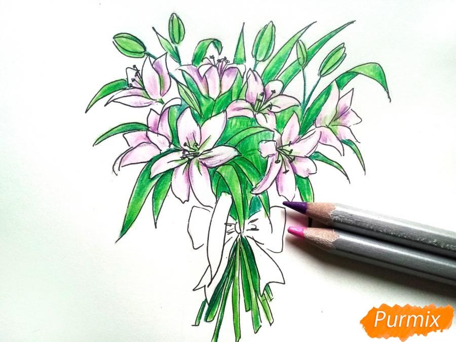 Рисуем букет лилий цветными карандашами - шаг 7