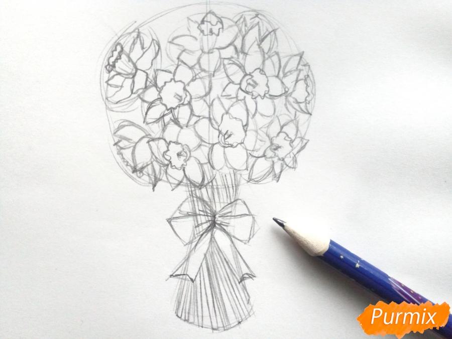 Рисуем букет нарциссов цветными карандашами - шаг 5