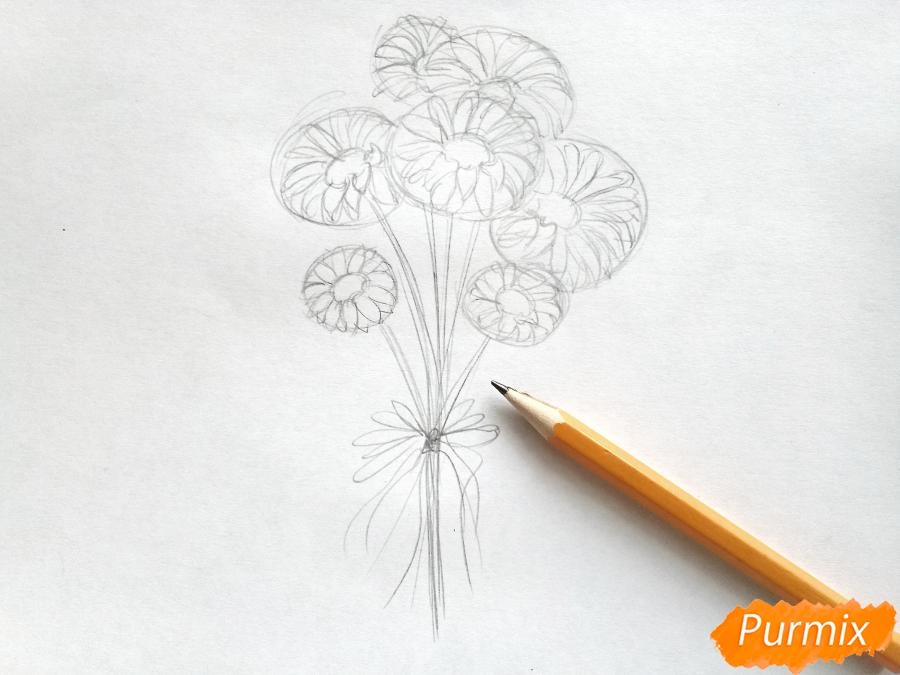 Рисуем букет ромашек цветными карандашами - шаг 2
