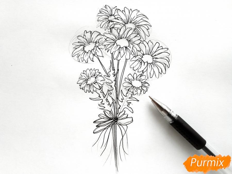Рисуем букет ромашек цветными карандашами - шаг 3
