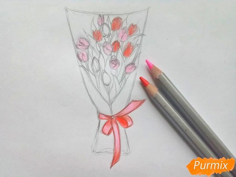 Рисуем букет тюльпанов цветными карандашами - шаг 5
