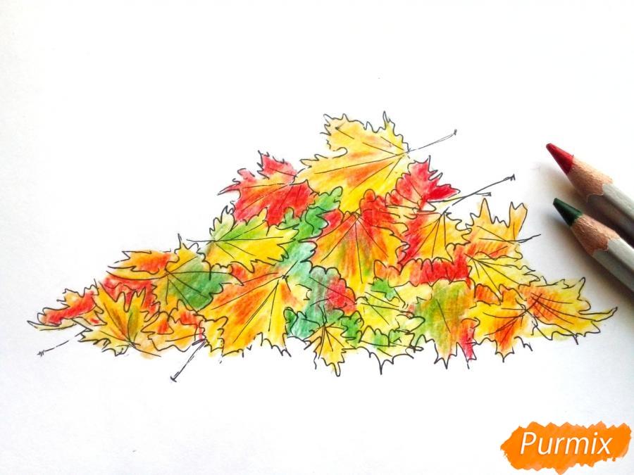 Рисуем опавшие осенние листья цветными карандашами - шаг 6