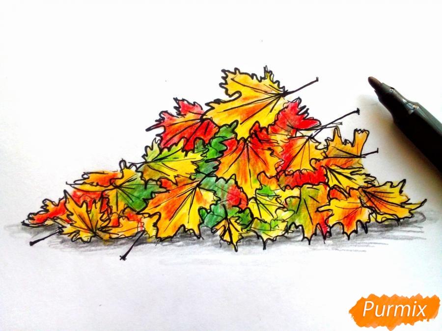 Рисуем опавшие осенние листья цветными карандашами - шаг 7
