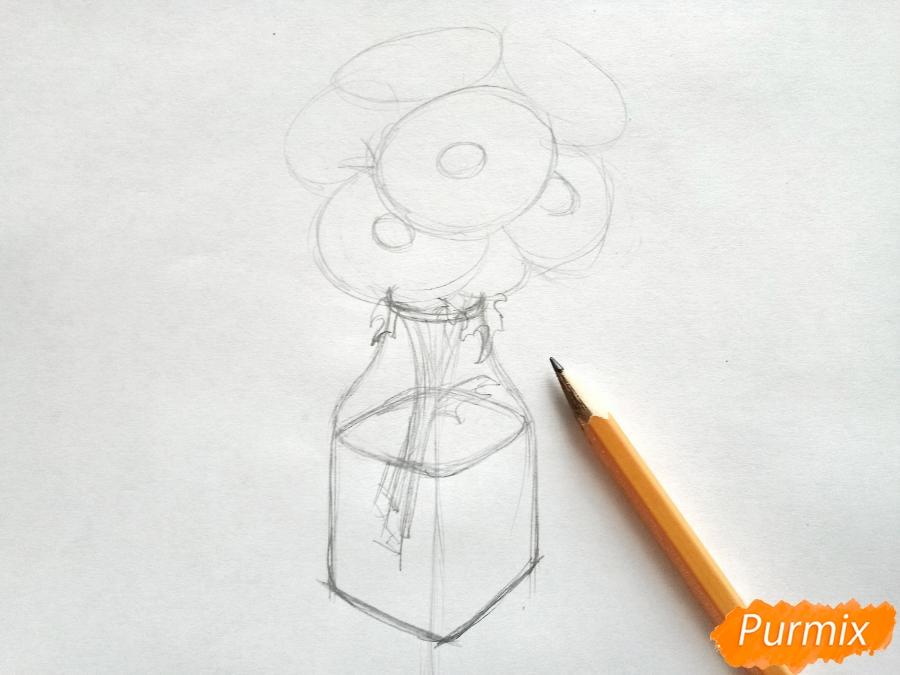 kak-narisovat-vazu-s-romashkami-karandashami-pojetapno-3 Как нарисовать Ромашку поэтапно